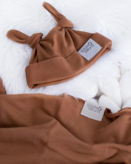 Cruise Swaddle and Double Knot Beanie Set